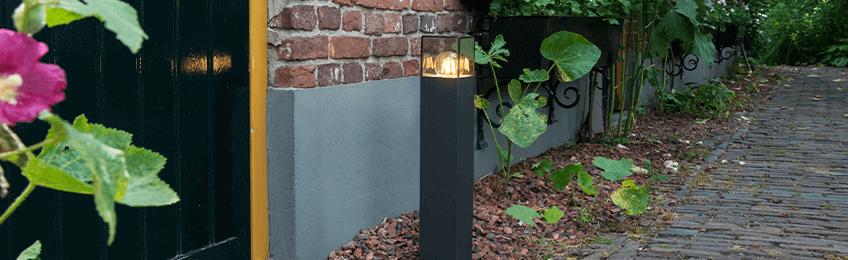 Czarne lampy zewnętrzne