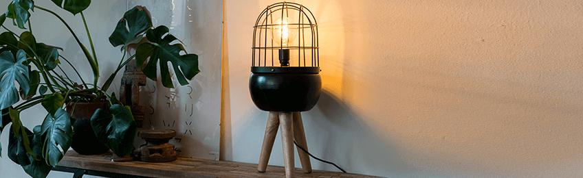 Drewniane lampy stołowe