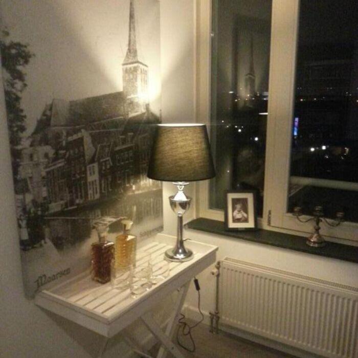 Lampa-stołowa-Bagod-chrom-czarny-klosz