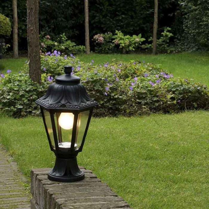 Klasyczna-lampa-zewnętrzna-czarna-IP44---Anna