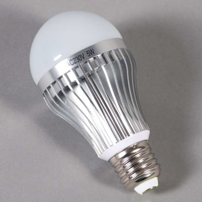 Żarówka-LED-E27---5W-=-45W