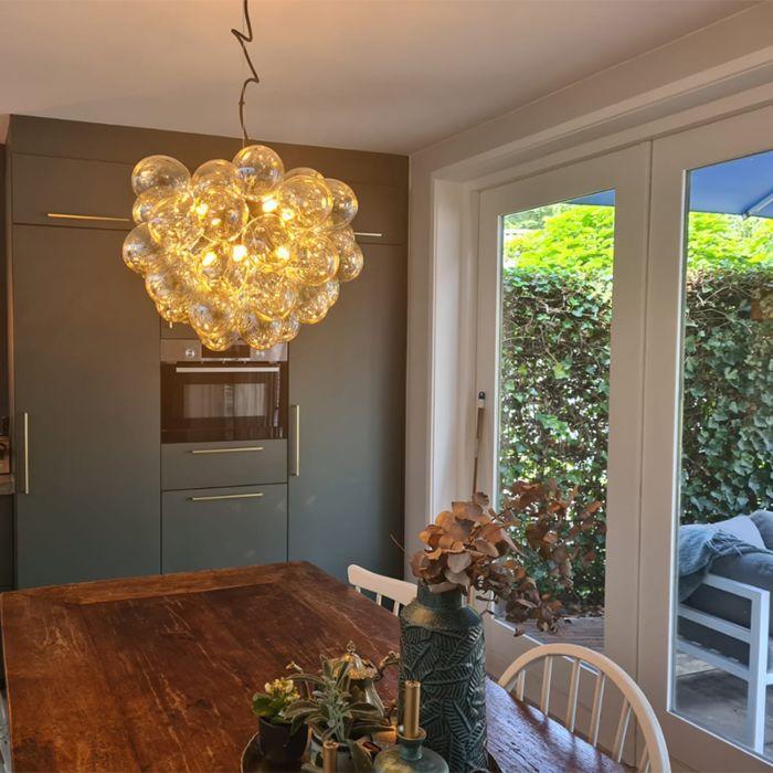Designerska-lampa-wisząca-czarna-szkło-bursztynowe-8-źródeł-światła---Uvas
