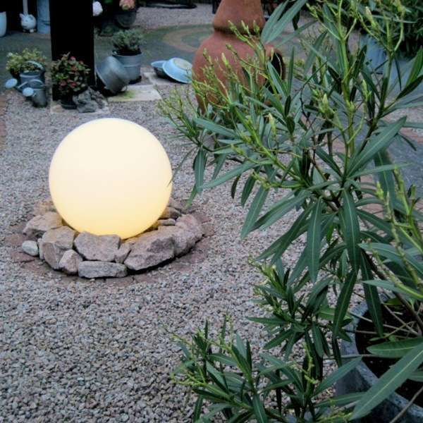 Lampa-zewnętrzna-ze-szpikulcem-40-cm-IP44---Kula